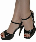 Из 1724 опрошенных американок 59 процентов носят неудобную обувь.